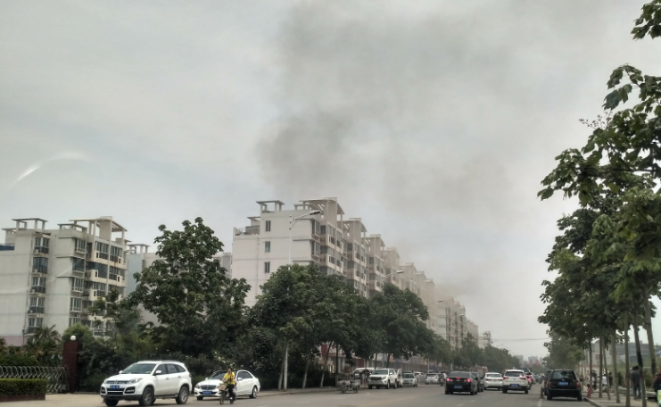 独家新闻 5月22日郑州市高新区梧桐再现火灾
